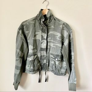 NWT Splendid Small Camo Cropped Camo Jacket